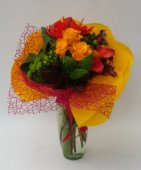 Bouquet fiori tropicali e rose arancio.